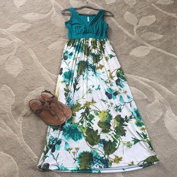 5230e82ee20 Gilli Dresses   Skirts - Gilli Maxi dress